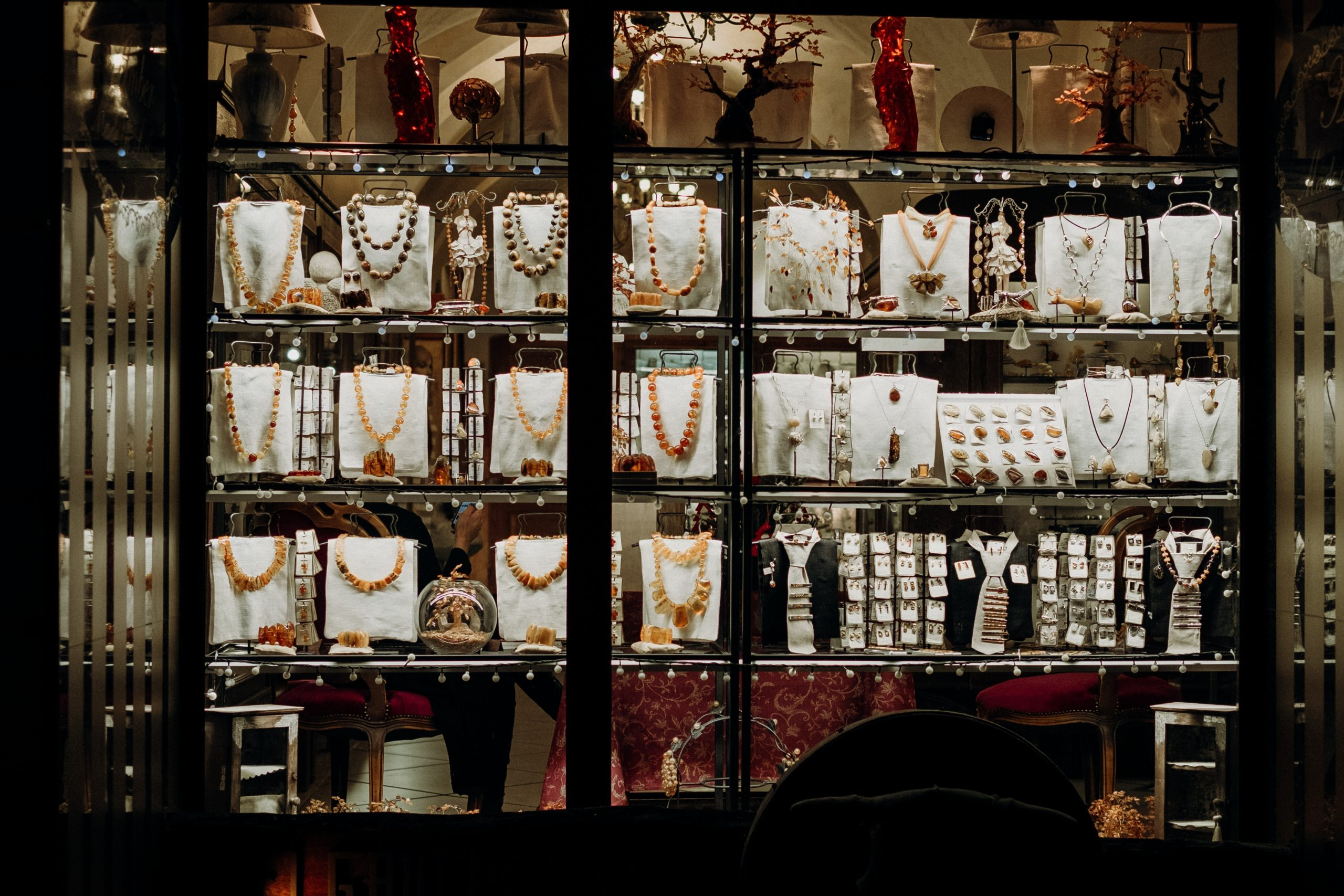 Advantages of using RFID for managing and tracking jewellery