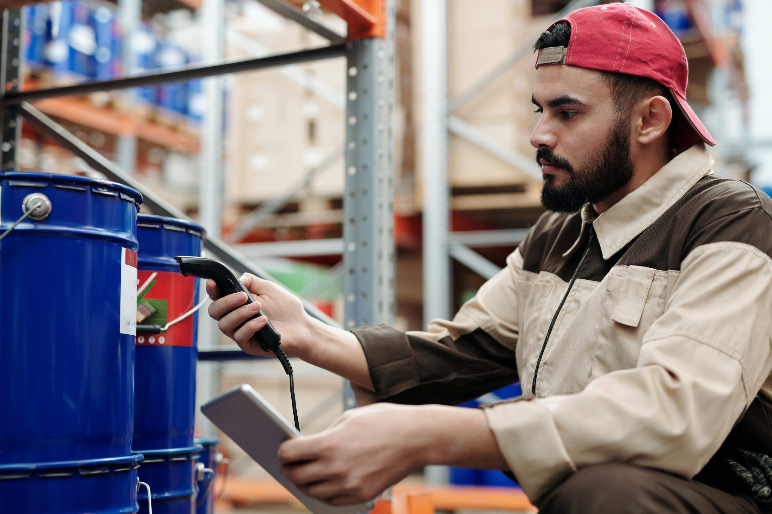 Asset tracking and management in logistics with barcode and RFID solutions